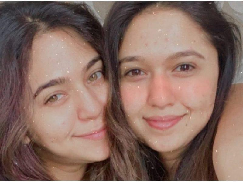 Gautami Deshpande Shared Photo With Her Sister Mrunmayee Deshpande On Instagram